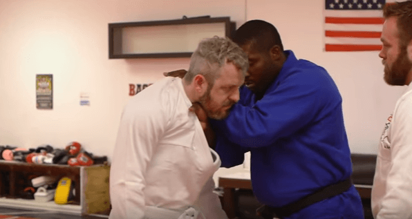 [VIDEO] Choking an Attacker with Their Own Jacket